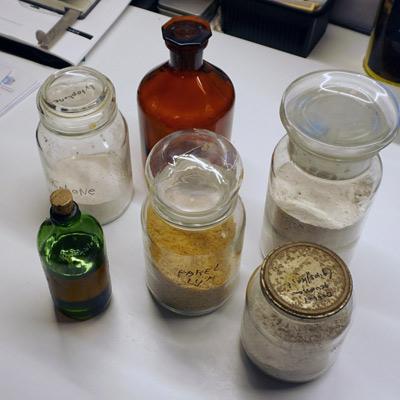 Recepten voor Lijmgrond, Krijtgrond, Sluitlaag, Pigmentpasta en Dammarvernis