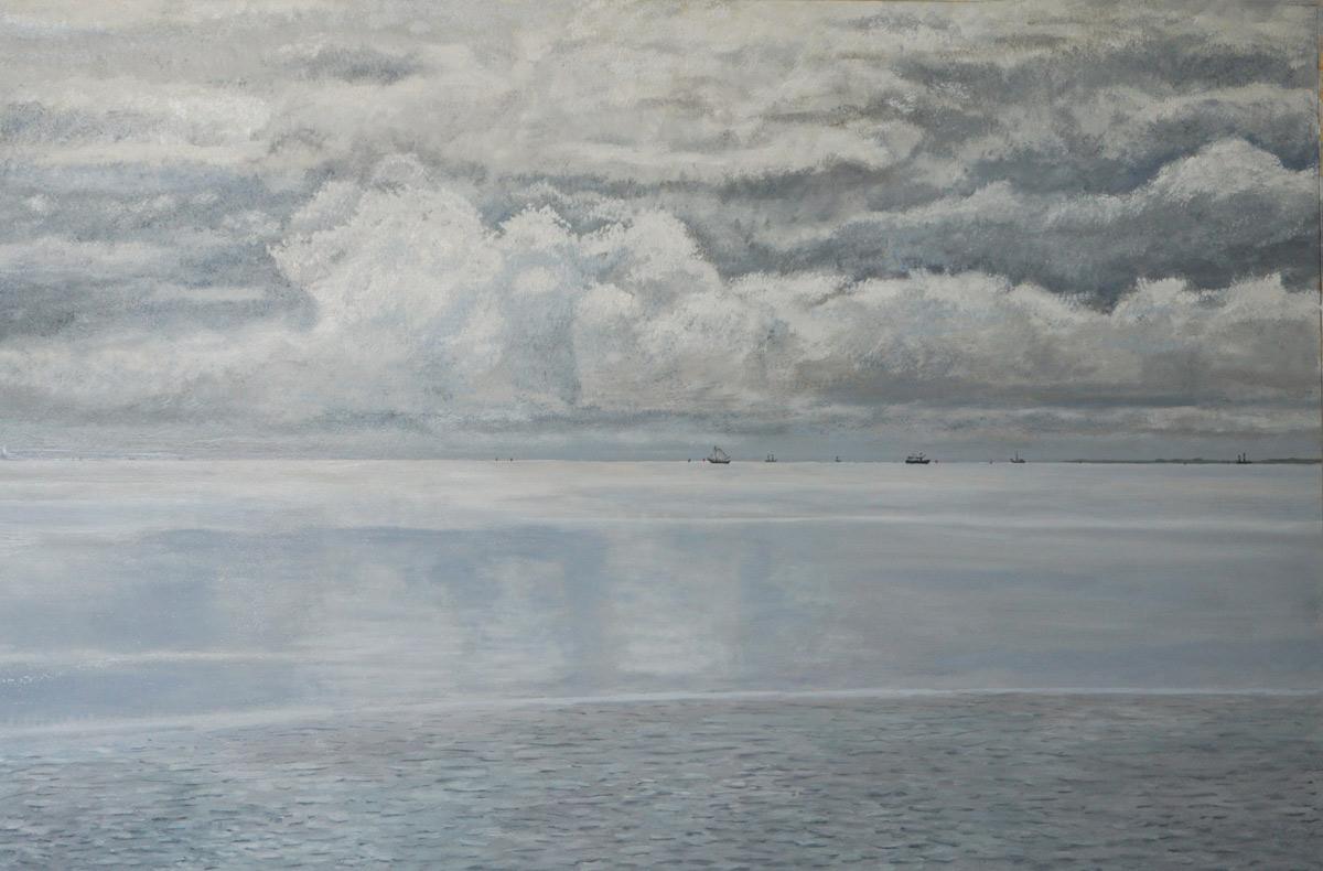 Terschelling, midzomer, uitzicht op het wad, oostelijk van West-Terschelling, zicht op de havenuitvaart en De Slenk met Betonning, het is warm, er is nagenoeg geen wind en grote onweerswolken pakken samen.