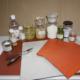 Verzameling mediums, harsen, vernis, pigmenten, panelen